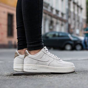 Damen Schuhe sneakers Nike Air Force 1 '07 Premium Suede 818595 001