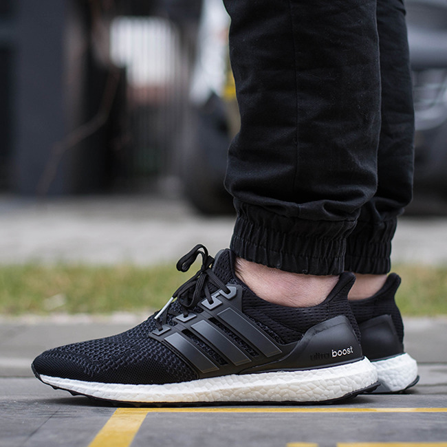 Adidas Ultra Boost All Black Herren