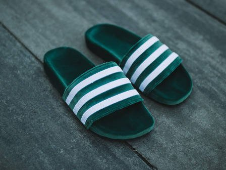"Damen Flipflops adidas Originals Adilette ""Core Green"" BY9907"