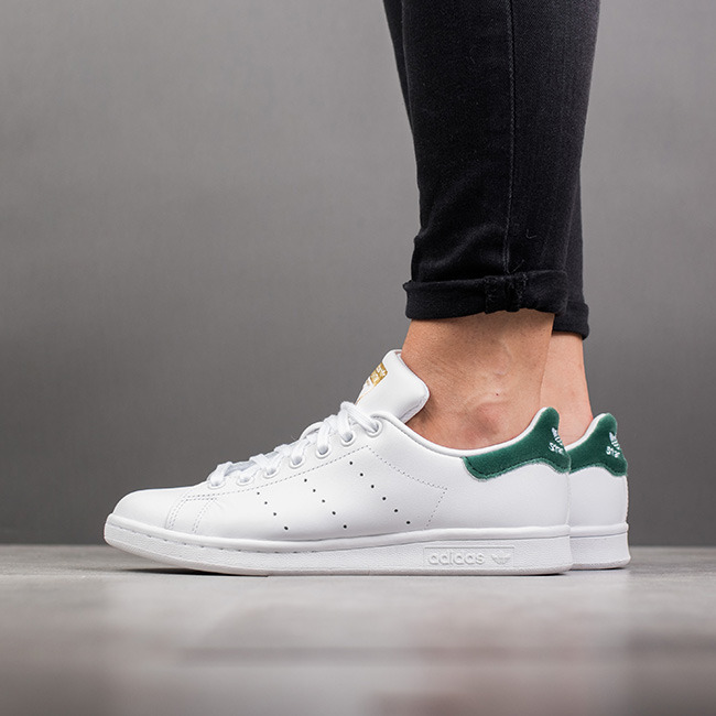 get online on feet shots of many fashionable Damen Schuhe sneakers adidas Originals Stan Smith BY9984 ...